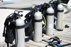 Los tanques del equipo de submarinismo Imágenes de archivo libres de regalías