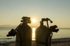 Los tanques del salto en una orilla de mar fotos de archivo