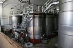 Los tanques del vino del acero inoxidable fotos de archivo libres de regalías