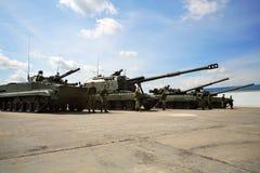 Los tanques en las segundas tecnologías internacionales 2012 de la ingeniería del foro Imágenes de archivo libres de regalías