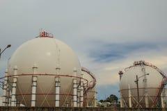 Los tanques esféricos en refinerías Imagen de archivo