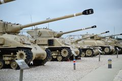 Los tanques israelíes en el museo israelí del tanque en Latrun, Israel foto de archivo