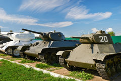 Los tanques medios soviéticos de Segunda Guerra Mundial Imagenes de archivo