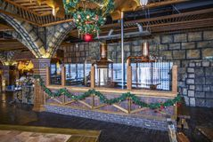 Los tanques que elaboran de cobre en el restaurante de la cerveza Imagenes de archivo