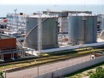 Los tanques terminales de gasolina y aceite Imagen de archivo