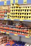 Los tarros de cotos y los atascos en la tienda dejan de lado Fotografía de archivo libre de regalías