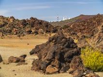 Los telescopios del observatorio astronómico de Izana en Teide parquean, Tenerife, España imagen de archivo