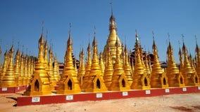 Los templos de oro de Myanmar almacen de metraje de vídeo