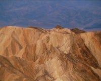 Los terraplenes imponentes del barranco de oro, parque nacional de Death Valley, California imagenes de archivo