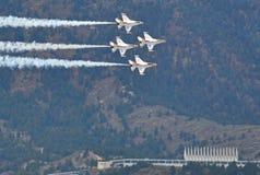 Los Thunderbirds muestran en la graduación de la fuerza aérea de los E.E.U.U. Fotografía de archivo libre de regalías