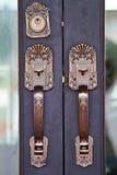 Los tiradores de puerta se hacen del acero. modelo hermoso. Fotografía de archivo libre de regalías