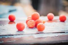 Los tomates de cereza, fotos del vintage, dispersaron los tomates Fotografía de archivo libre de regalías