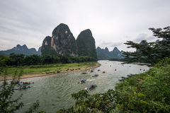 Los tourboats en el río de Li Foto de archivo libre de regalías