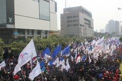 Los trabajadores celebraron la demostración en Jakarta Foto de archivo
