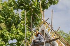 Los trabajadores están construyendo los templos Fotos de archivo libres de regalías