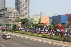 Los trabajadores marcharon en Jakarta Foto de archivo