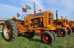 Los tractores de Minneapolis Moline en la exhibición en una granja muestran Imágenes de archivo libres de regalías