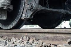 Los trenes rompen el acero real hecho fotos de archivo
