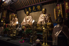 Los tres Buddhas en el templo chino de Tailandia Imágenes de archivo libres de regalías