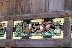 Los tres monos sabios encontraron en el templo de Toshogu Oiga, hable, vea Foto de archivo