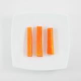 Los tres palillos de zanahoria anaranjados frescos imagenes de archivo