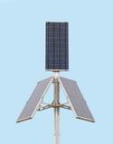 Los tres paneles solares grandes sobre el cielo azul Imágenes de archivo libres de regalías
