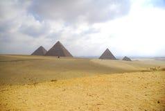 Los tres Pyramides de Giza. Imágenes de archivo libres de regalías