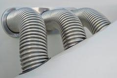 Los tubos acanalados cubrieron con el cromo Imágenes de archivo libres de regalías