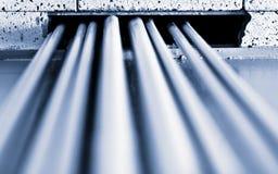 Los tubos que se levantan al techo Foto de archivo