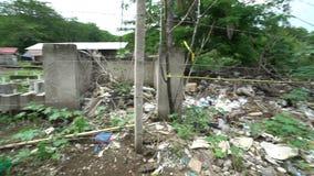 Los tugurios con la descarga llena de pobreza de la basura viajan a Asia, área marchitada miseria, calles pobres de las condicion metrajes