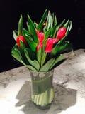 Los tulipanes de la tarjeta del día de San Valentín Fotos de archivo libres de regalías