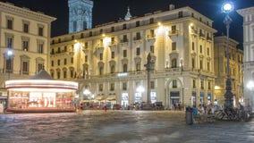 Los turistas caminan en el timelapse de Repubblica del della de la plaza, uno de los cuadrados de ciudad principales en Florencia almacen de video