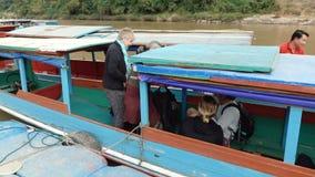 Los turistas consiguen en el barco