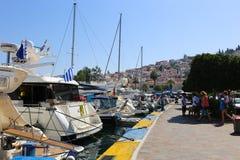Los turistas disfrutan de viaje a la isla del Hydra - Grecia Fotos de archivo libres de regalías