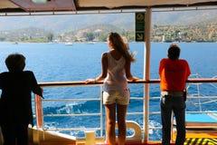 Los turistas disfrutan del viaje de la travesía - Grecia Foto de archivo