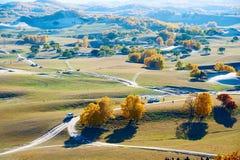 Los turistas en el prado del otoño Foto de archivo libre de regalías