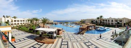Los turistas están el vacaciones en el hotel popular Imagenes de archivo