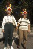 Los turistas femeninos con los tocados indios que miran sobre parque de estado de la jerarquía de los halcones pasan por alto en  Foto de archivo libre de regalías