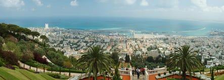 Los turistas visitan la capilla famosa de Bahai, Haifa Imágenes de archivo libres de regalías