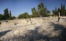 Los turistas visitan las ruinas de los chalets romanos Fotografía de archivo libre de regalías