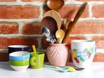 Los utensilios de la cocina se cierran encima de vida inmóvil Fotografía de archivo libre de regalías