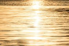 Los vapores de agua en el Sun son oro brillante hermoso Foto de archivo