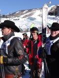 Los vaqueros visitan con los amigos y los fans imagen de archivo