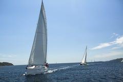 Los veleros participan en la regata Ellada de la navegación Imágenes de archivo libres de regalías