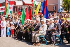 Los veteranos no identificados escuchan la enhorabuena durante el famoso Foto de archivo libre de regalías