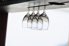 Los vidrios cuelgan para arriba el lado abajo en el frente de la playa Imágenes de archivo libres de regalías