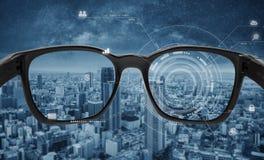 Los vidrios elegantes, la realidad virtual de VR, y AR aumentaron tecnolog?a de la realidad Vidrios elegantes con los gráficos fu imagenes de archivo