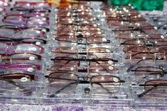 Los vidrios para el cierre encima de la visión en filas muchos eye los vidrios Fotografía de archivo