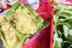 Los vietnamitas acresponan y x28; Banh Xeo& x29; , Ben Tre Province, Vietnam foto de archivo