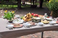 Los vietnamitas adoran la bandeja de comidas en el Año Nuevo lunar Foto de archivo libre de regalías